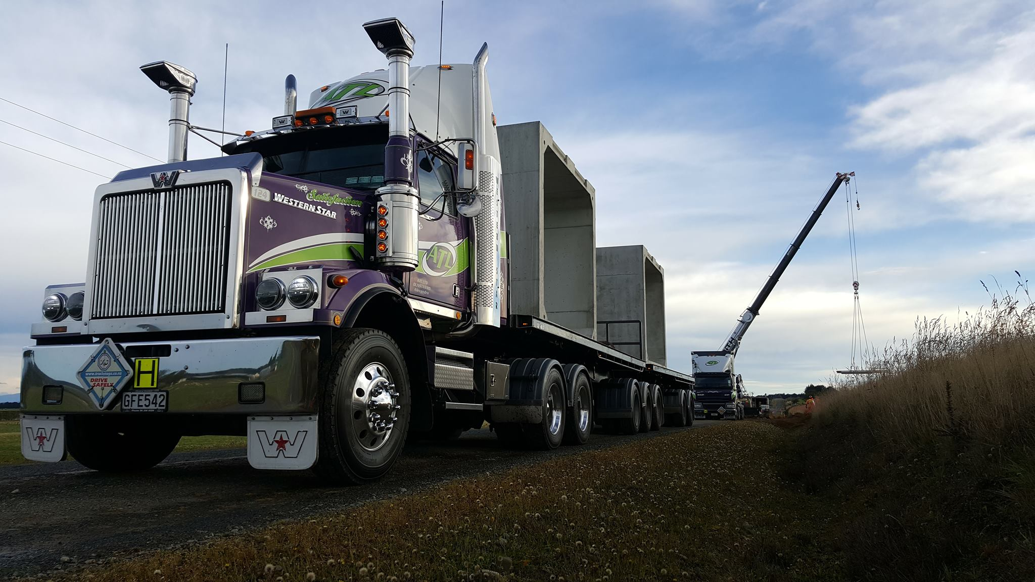ATL Haulage Truck - freight and logistics warehouse