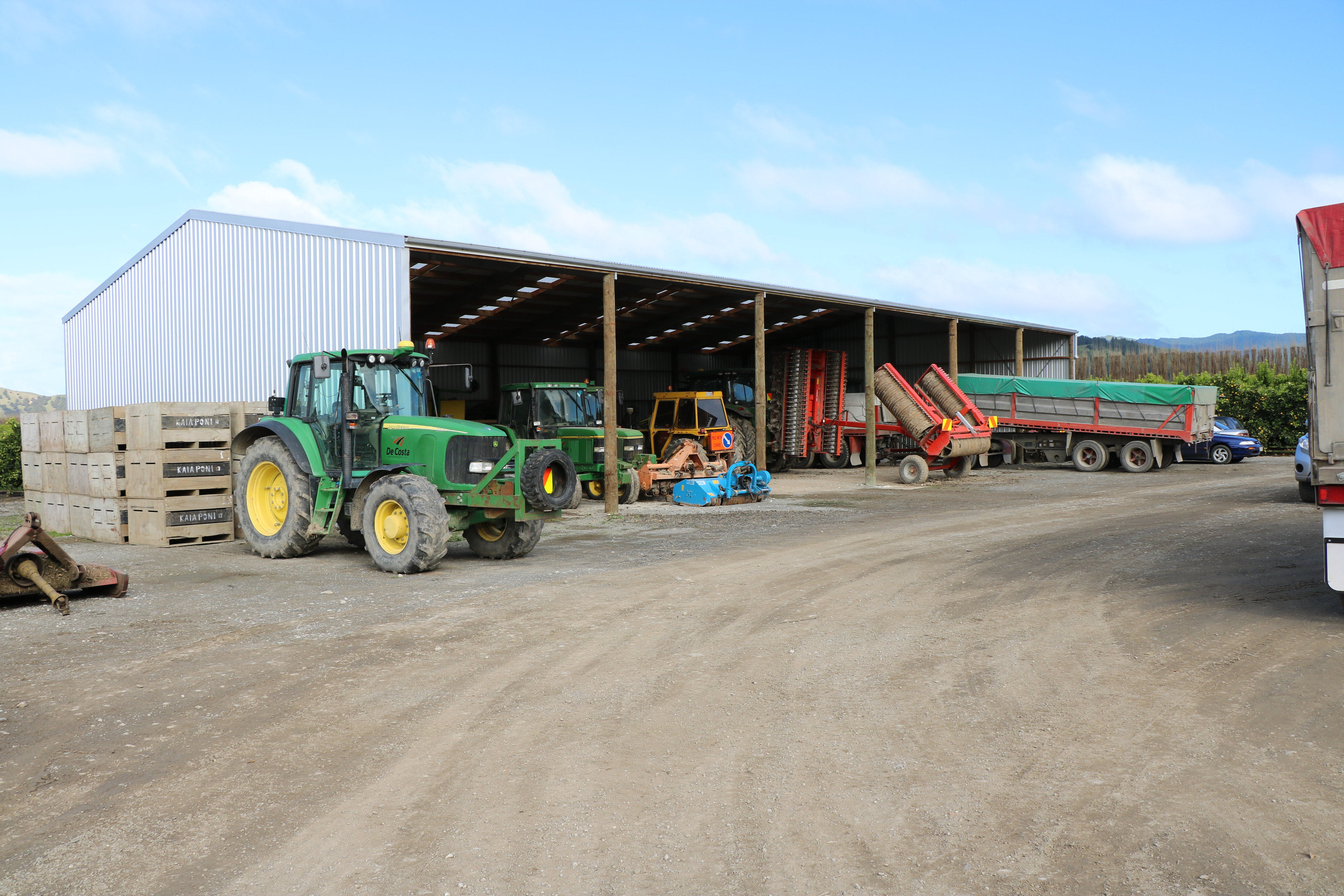 Open bays make storage of large machinery extremely efficient